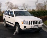 747px-2005 Jeep Grand Cherokee front