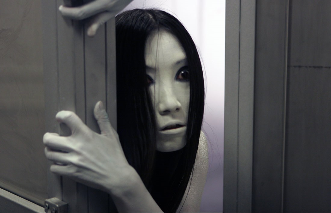 The Grudge's Kayako creeping inside this guy's room is ...