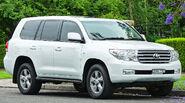 2011 Toyota Land Cruiser (UZJ200R) Sahara wagon (2011-11-18) 01