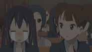 Jun surprised about azusa crying