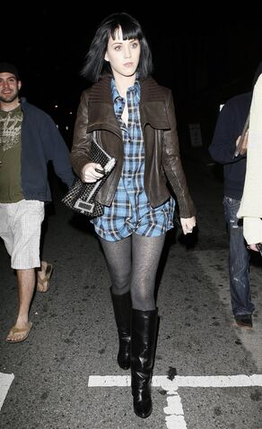 File:12703 Katie Perry out and about in Hollywood CELEBUTOPIA ISA 02 122 478lo.jpg