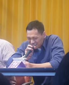 File:Mr Lui at a con.png
