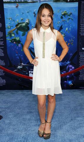 File:KELLI-BERGLUND-at-Finding-Nemo-3D-Premiere-in-Hollywood-2.jpg