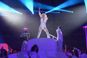 11-10-13 ArtRAVE Performance 003
