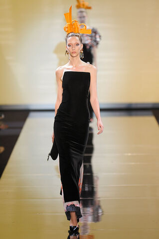 File:Armani-prive-fall-2011-hc-black-velvet-gown-profile.jpg