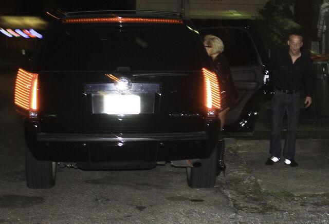 File:Leaving Turf Club in St. Paul (31-08-10).jpg