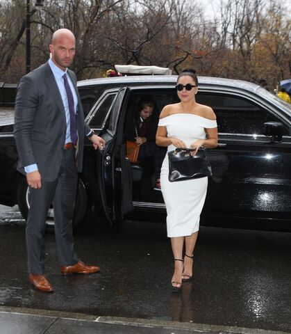 File:12-3-14 Arriving at her apartment in NYC 001.JPG