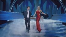 Lady Gaga & The Muppets' Holiday Spectacular & Joseph Gordon-Levitt - Baby it's Cold Outside 003