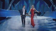 Lady Gaga & The Muppets' Holiday Spectacular & Joseph Gordon-Levitt - Baby it's Cold Outside 003