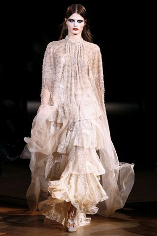 File:Givenchy Spring 2010 Couture White Outfit.jpg