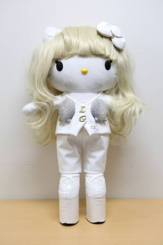 File:TOMODACHI Charity Auction Hello Kitty 001.jpg