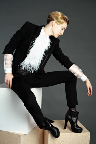 File:Viktor & Rolf Pre-Fall 2011 Feather Shirt.jpg
