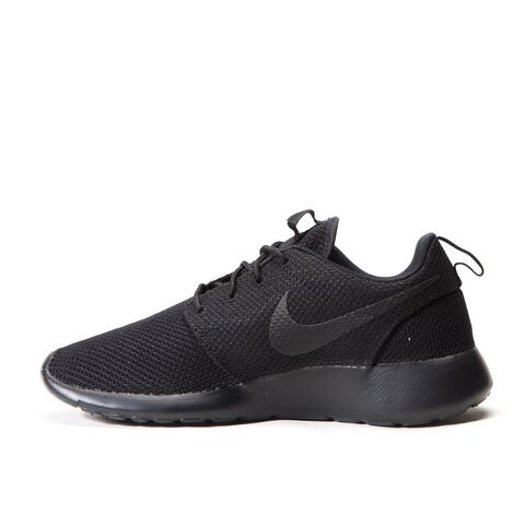File:Nike - Roshe One triple black.jpg