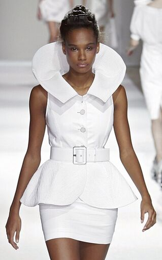 File:Lie Sang Bong Spring 2010 RTW Button-Down Sleeveless Dress.jpg