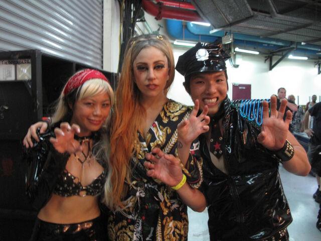 File:5-29-12 Backstage meet and greet 004.jpg