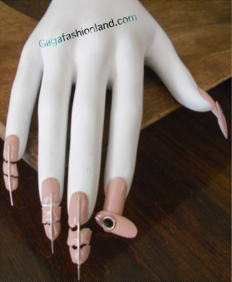File:7-2x-11 Bride nails.jpg