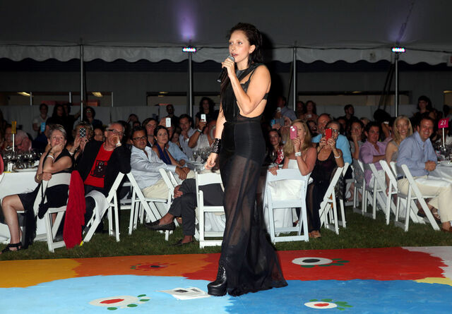 File:7-27-13 Watermill Center Benefit Auction 007.jpg