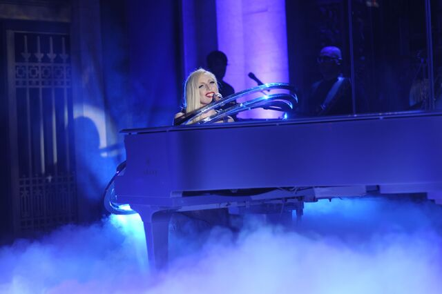 File:10-3-09 SNL Bad Romance-Poker Face 001.jpg