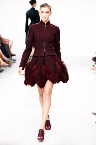 File:Azzedine Alaïa - Fall 2011 - Bordeaux ensemble.jpg