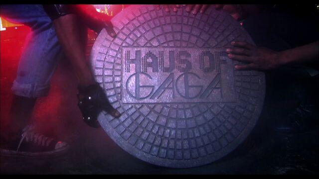File:LoveGame music video scene 01 005.jpg