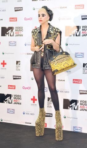 File:Jun25-MTV VMA-PressRoom02.jpg