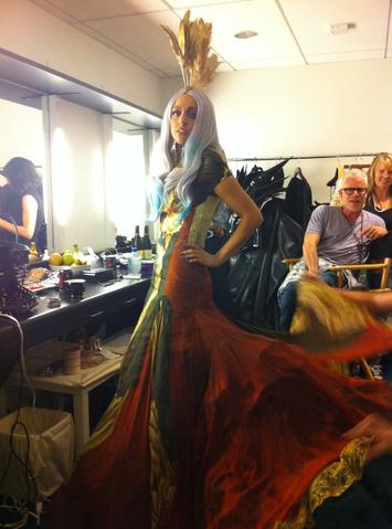 File:Gaga Backstage 04.png