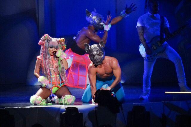 File:7-19-14 Swine artRAVE The ARTPOP Ball 002.jpg