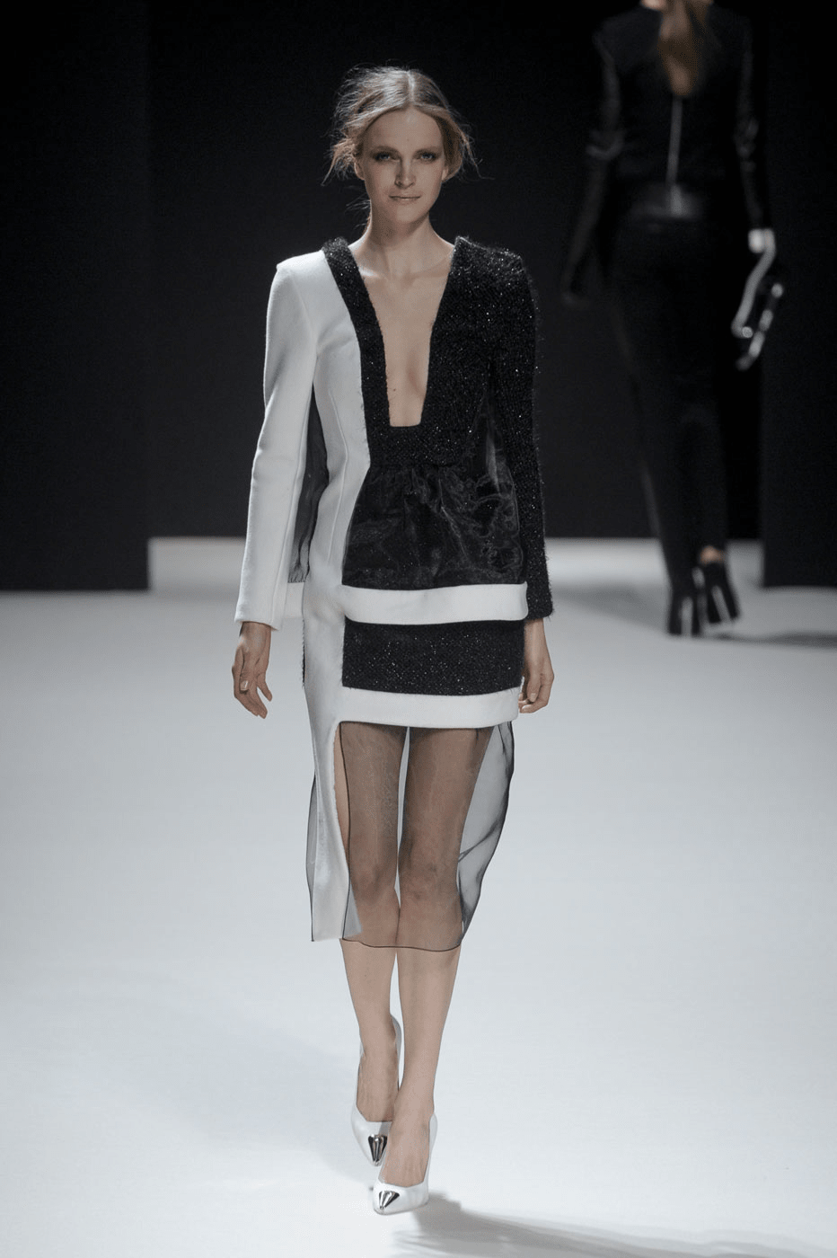 File:Pedro Lourenço Fall 2011 Dress.png