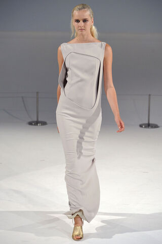 File:Hussein Chalayan - Spring-Summer 2012 Sip RTW Collection.jpg