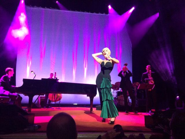 File:10-10-2015 At Columbus Citizens Foundation's event in New York Performing La Vie En Rose 001.jpg