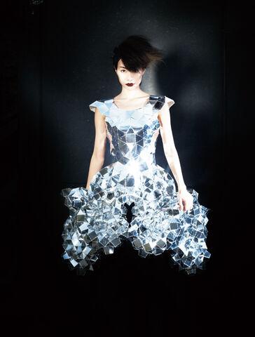 File:Daisuke Yoshikawa - Mirror dress.jpg