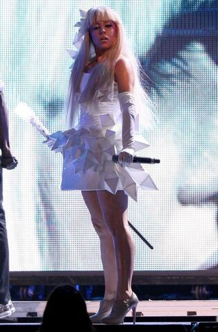 File:Lady+Gaga+Performing+Live+Concert+bfPP2OpweEll.jpg