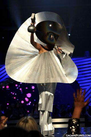 File:Nov6-MTV-EMA-BestFemale.jpg