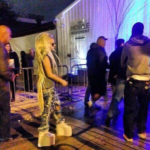File:3-10-14 Leavnig the SXSW Vice Party 001.jpg