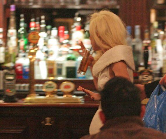 File:12-6-09 Castle Pub 002.jpg