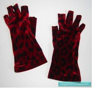File:LaCrasia Leopard Print Velvet Gloves.jpg