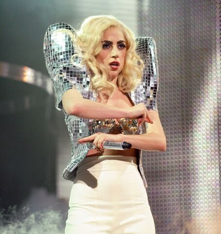 File:The Monster Ball Theater Bad Romance 007.jpg