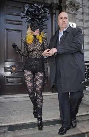 File:3-1-10 Leaving Il Bottaccio Hotel in London 001.jpg