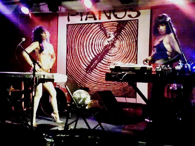 File:Pianos Vintage 01.jpg