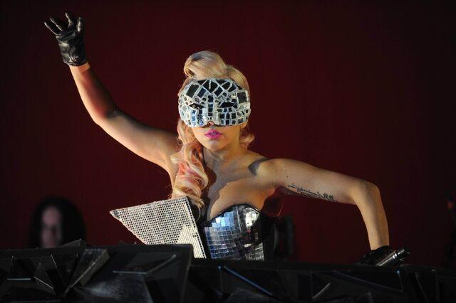 File:8-22-09 Fame Ball V Festival 001.jpg
