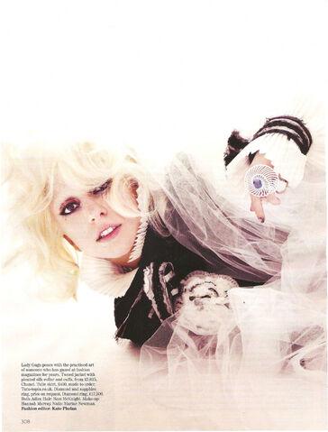 File:Vogue UK October 2009 001.jpg