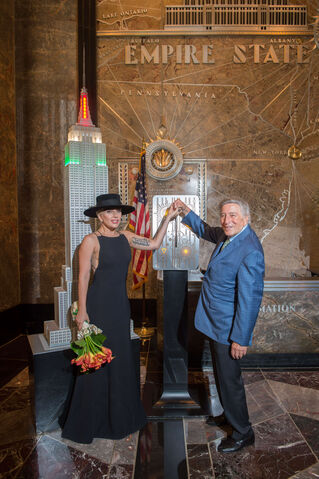 File:8-3-16 Empire State building lighting ceremony in NYC 001.jpg
