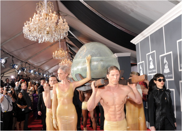 File:Arriving at Grammys 032.png