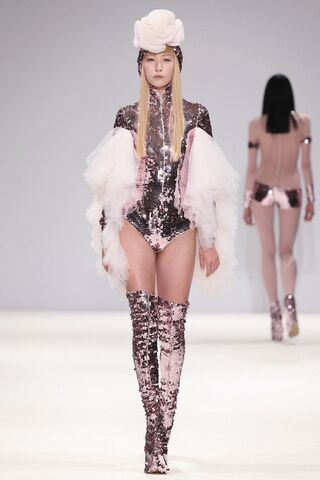 File:Pam Hogg - Spring-Summer 2013 RTW Collection.jpg