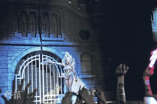 File:The Born This Way Ball Tour Government Hooker 007.jpg