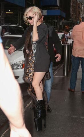 File:12-22-13 Leaving her apartment 002.jpg