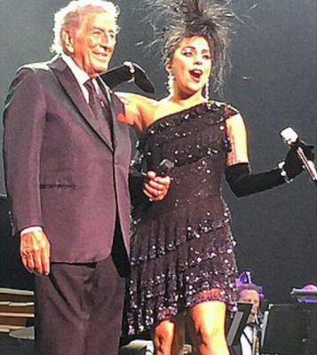 File:4-10-15 Cheek to Cheek Tour 004.jpg