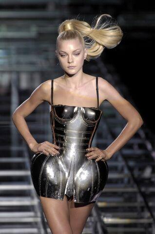 File:Dolce & Gabbana Spring 2007 RTW Metal Dress.jpg
