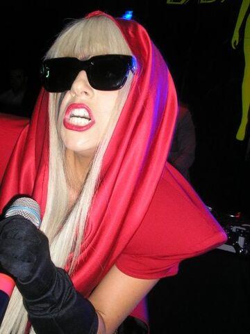File:9-27-08 At Wow Nightclub in Australia 002.jpg