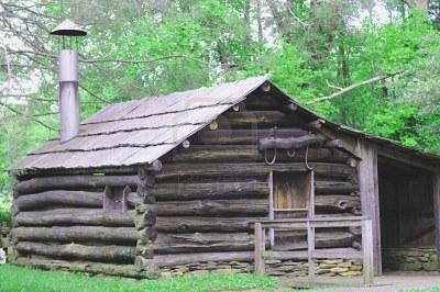 fichier 7617286 bucoliques grise cabane en bois rond vert wiki langevin fandom. Black Bedroom Furniture Sets. Home Design Ideas